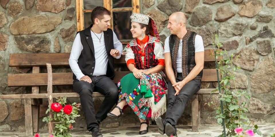 Holdviola-Szováta-Kalotaszegi viselet